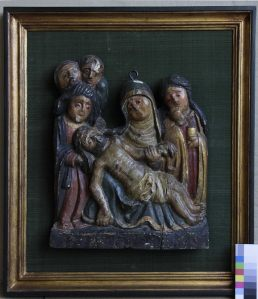 Restauración bajorrelieve descendimiento de Cristo. Estado original